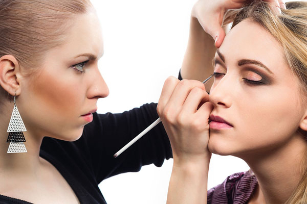 Beauty Fashion Job Training: Makeup Artist As A Career Option